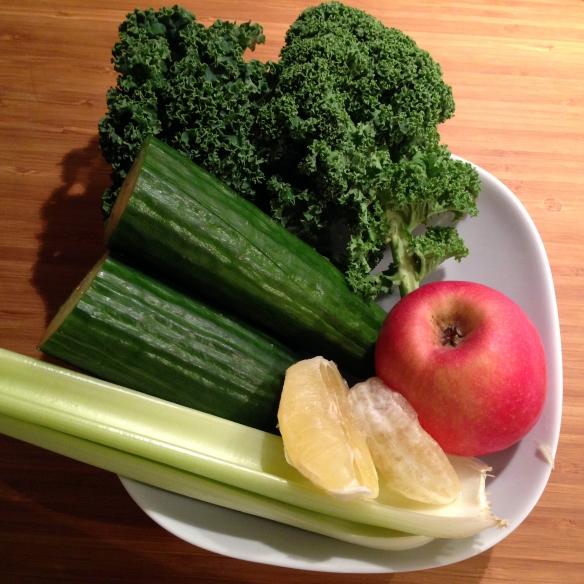 Grønnkål, agurk, eple, selleri og sitron